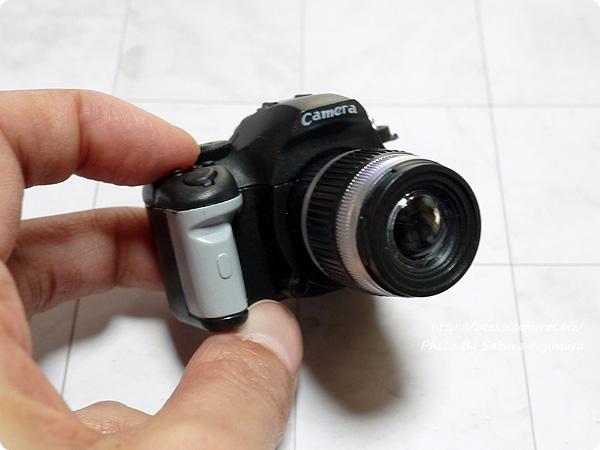 「一眼レフカメラ LEDサウンドライト」Black ボタンも押せる