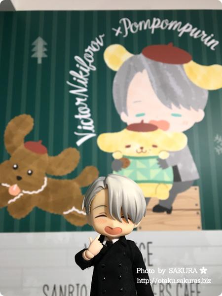 ユーリ!!! on ICE×サンリオコラボカフェ「Yuri on Ice×Sanrio characters Cafe」第2弾 一階 YOIオビツろいどヴィクトル ポムポムプリンヴィクトル