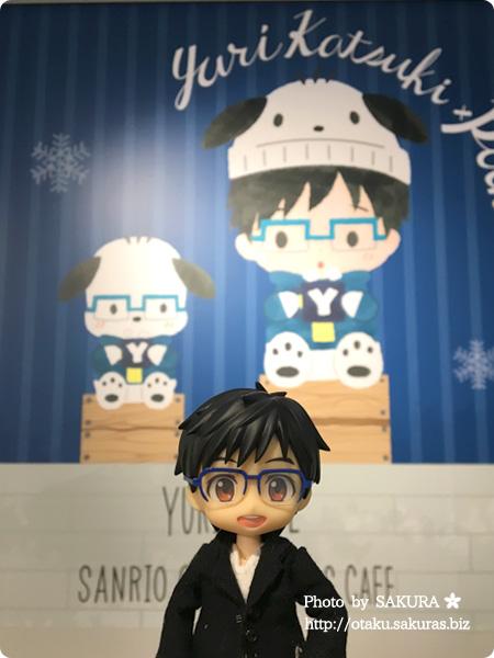 ユーリ!!! on ICE×サンリオコラボカフェ「Yuri on Ice×Sanrio characters Cafe」第2弾 一階 YOIオビツろいど勇利
