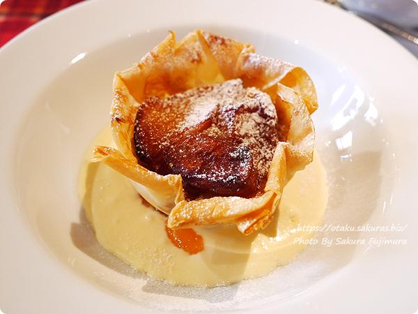オークウッド デザート 紅玉りんごのパリパリタルト シードルサバイヨンソースサバイヨンソース