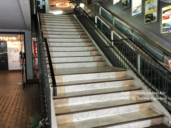 元町プラザ 階段