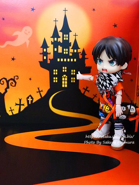 100円ショップ・Can☆Do(キャンドゥ)のハロウィン柄背景ボード(お城)とオビツろいど(オビツ11)